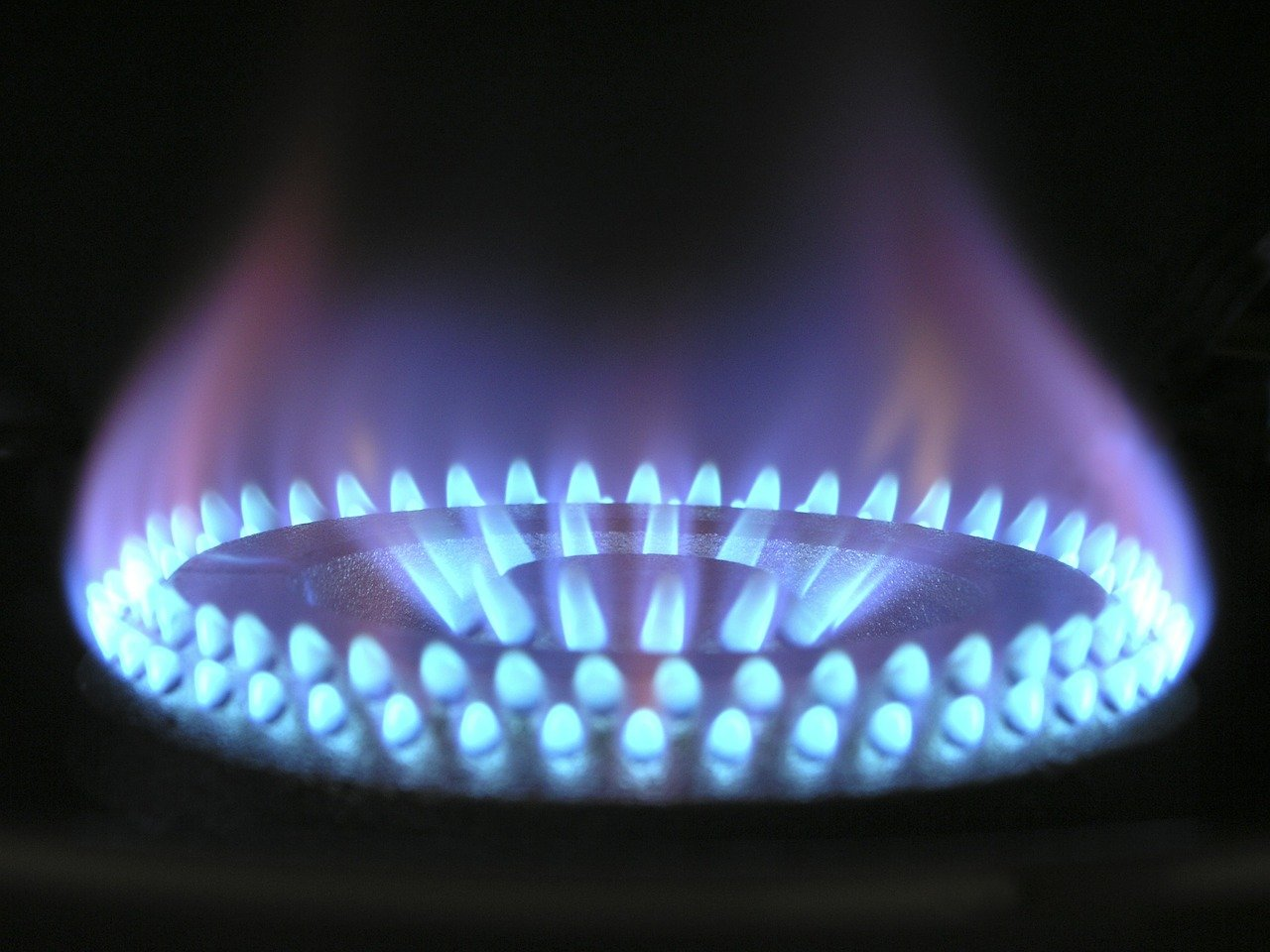 """""""Heating or eating"""" – stark reality of rising gas prices"""